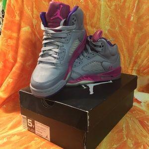 5Youth/6.5 Women's Air Jordan 5 Retro sneakers
